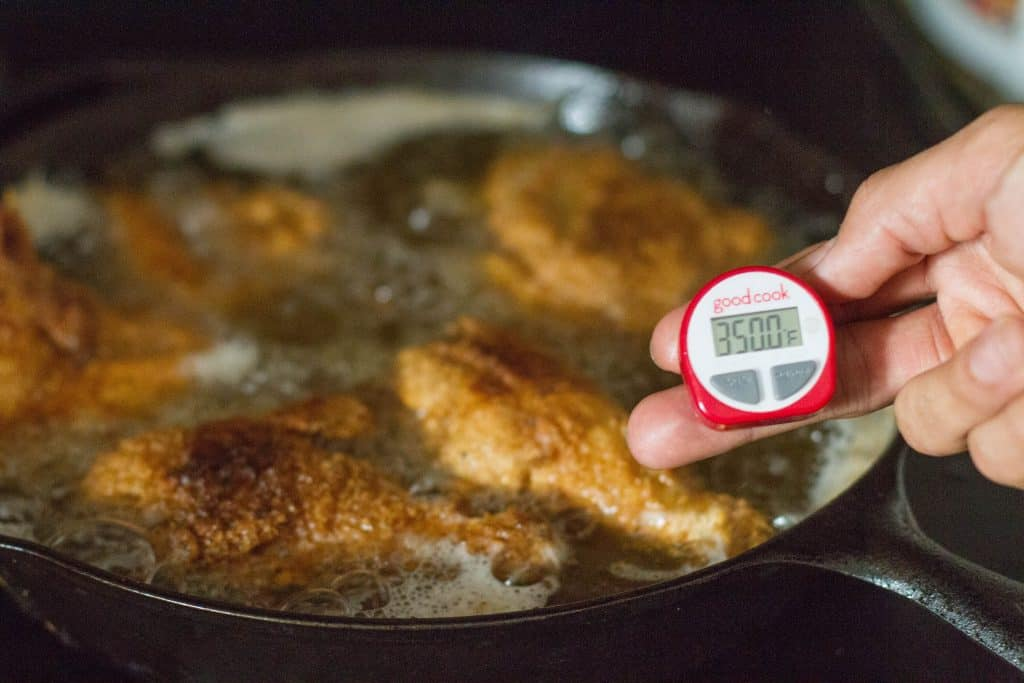 Frying chicken in oil with thermomemter